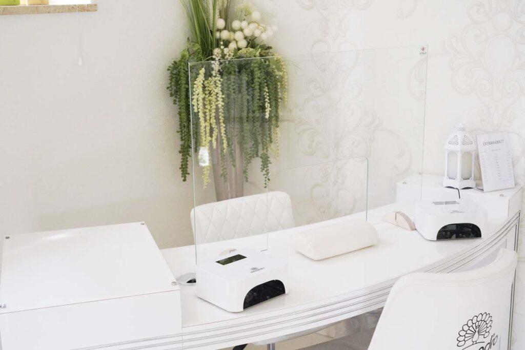 «Sneeze Guard – Nail Studio»